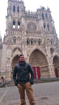 Devant la cathédrale d'Amiens